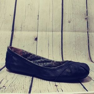 TOMS LEATHER AND CANVAS FLAT